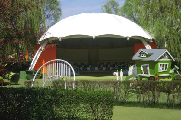 Реконструкция уличного театра в Казахстане